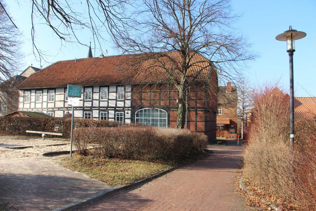 """vom """"Schildweg"""" zum Gemeindebüro"""" die alte Schule"""