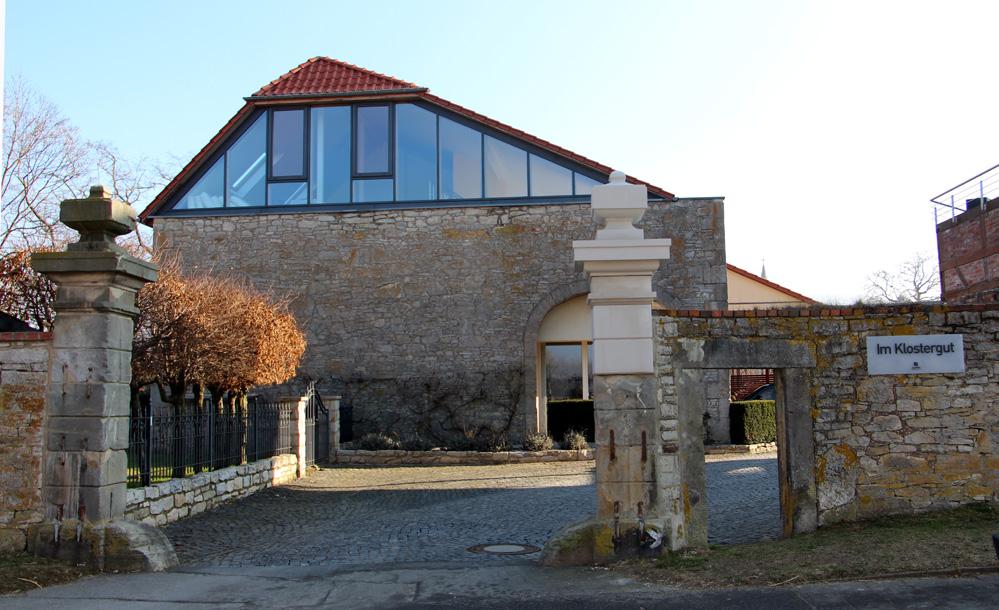 Haupteingang zum Klostergut