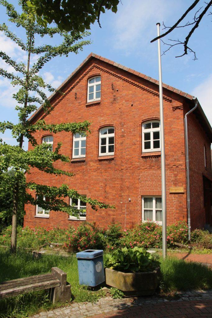 das Gemeindebüro (alte Schule)