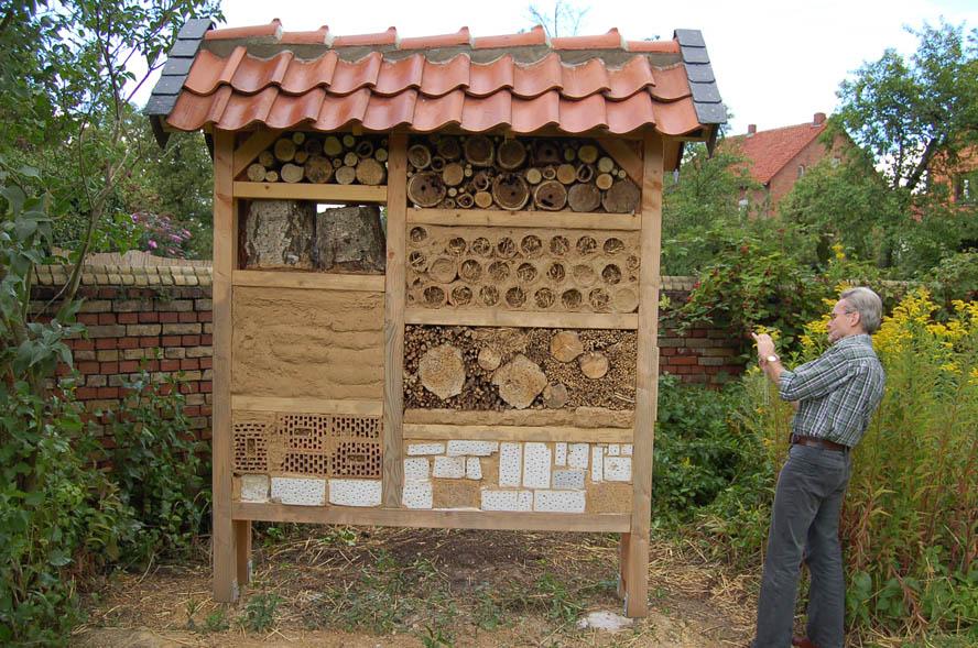 Insektenhotel im Pfarrgarten